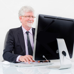Senior-businessman-with-computer